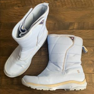 **REMOVING** Lands' End Ladies Snow Boots